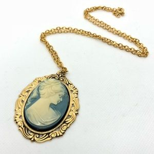 🆕Vintage Blue & Cream Cameo Medallion Necklace